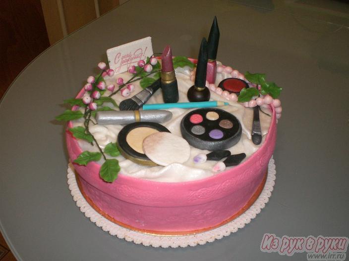 17. Торт для девочки в розово- белых тонах на 16 лет.