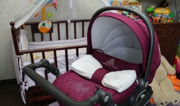 Коляски для новорожденных со стразами